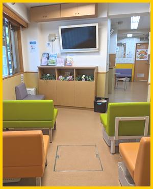 第2待合室とテレビモニター