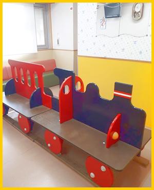子供たちに人気の汽車の椅子